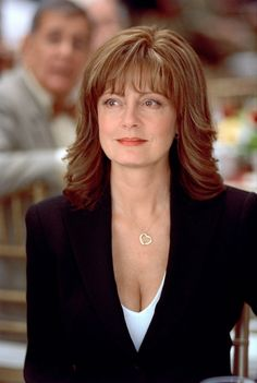 Mother of the bride hairstyle, long hair (Susan Sarandon). Hairstyles Over 50, Hairstyles With Bangs, Wedding Hairstyles, Hairstyle Ideas, Wedding Hair And Makeup, Hair Makeup, Susan Sarandon Hot, Thelma Et Louise, Medium Hair Styles