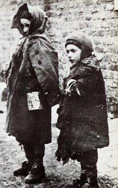 two homeless children Warsaw Ghetto winter 1940-41