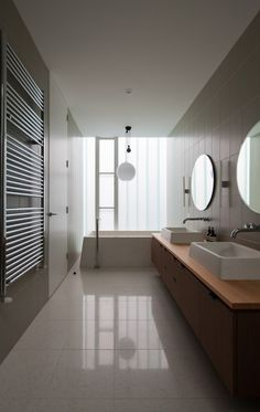 I like the design of this bathroom - s & k