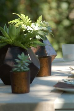 This geo container is made of brown copper metal. The container features a geometric pattern and is ideal for planting succulents or ferns. Perfect for creating a modern geometric, boho or botanical inspired look. If you want to use this container as a vase, we recommend using a plastic or glass insert inside the container as a water source to avoid stains on the table surface.