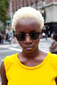 A blond afro gamine on the streets of new york, dig it Blonde Afro, Blonde Hair Black Girls, Short Blonde, Black Hair, White Blonde, Gray Hair, Dyed Natural Hair, Bleached Hair, Blake Lively