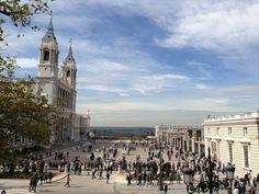 Explanada de la Almudena y Acceso a las colecciones del Palacio Real. Madrid by voces, via Flickr