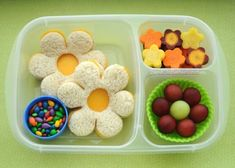 Easy Bento Lunch Boxes for Kids – Happiness is Homemade These Easy Bento Lunch Box Ideas for Kids are great for encouraging picky eaters to try new foods! These kids bento box lunches are quick, easy, and totally adorable! Bento Box Lunch For Kids, Bento Kids, Cool Lunch Boxes, Kids Lunch For School, Lunch Snacks, Box Lunches, Healthy Lunches, Packing School Lunches, Cute Bento Boxes
