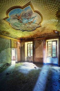 Room in an abandoned mansion~
