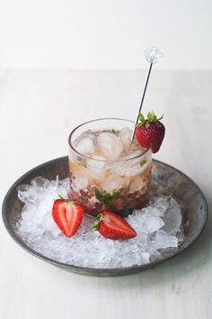 Strawberry Mint Bourbon Smash |I am having a real obsession with drinks lately. I want to make this one.
