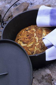 Brot im Topf über dem Feuer gebacken | http://eatsmarter.de/rezepte/brot-im-topf-gebacken