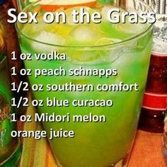 Sex on the Grass Cocktail- Vodka, Peach Schnapps, Southern Comfort, Blue Curacao, Midori Melon. Non Alcoholic Drinks, Bar Drinks, Cocktail Drinks, Cocktail Recipes, Frozen Cocktails, Refreshing Drinks, Yummy Drinks, Smothie, Peach Schnapps