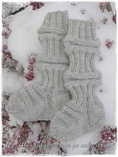 Merjan leivonta ja askartelublogi: Vauvan villasukat Wool Socks, Knitting Socks, Baby Presents, Leg Warmers, Diy Crafts, Kids, Fashion, Knit Socks, Leg Warmers Outfit