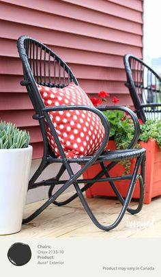 A thrifty find, these wicker chairs were brought back to life with a coat of Benjamin Moore's Aura Exterior Paint in Onyx for a rich and sophisticated look.  [ad]