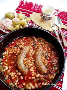 Romanian Food, White Beans, Foodies, Sausage, Mai, Food And Drink, Cooking, Kitchen, Kidney Beans