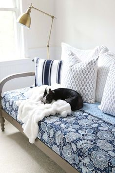 Great tips on where to start when decorating your bedroom. Love the combination of this colorful Vera Bradley bedding with the warm wood daybed and brass floor lamp! #verabradley #bedding #daybed #quilt