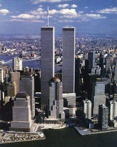 The World trade center & World financial center between 1987 I New York City. Ⓜ I ❤ USA I ❤ World Trade Center. World Trade Center Nyc, World Trade Towers, Trade Centre, Manhattan Skyline, New York Skyline, 11 September 2001, New York City, Ville New York, Dream City