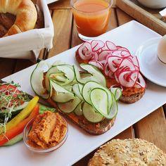 Wir haben euch nach euren liebsten Brunch-Lokalen in Niederösterreich gefragt. Und hier sind sie – Moizeit! Lokal, Fresh Rolls, Avocado Toast, Brunch, Breakfast, Ethnic Recipes, Food, Vacation, Food Food