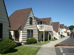 Windermere Lodge built in the mid-thirties.  Bandon, Oregon (2008).  Photography by David E. Nelson
