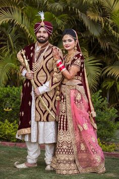 Popular Indian Wedding Photos Poses The Bride Ideas Indian Wedding Poses, Punjabi Wedding Couple, Couple Wedding Dress, Indian Wedding Couple Photography, Wedding Couple Photos, Couple Photography Poses, Wedding Couples, Punjabi Couple, Bridal Photography