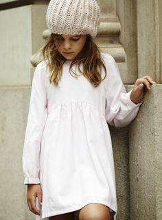 Colección otoño-invierno 2014 de la firma de #moda infantil #pepitobychus www.pepitobychus.com #niños #niñas #bebé #trendy #tendencias Baby Kids, Kids Outfits, Girls Dresses, White Dress, Knitting, Children, Aw 2014, Crochet, Shirts