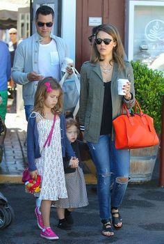 Jessica Alba - Jessica Alba Takes The Family To Breakfast