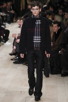 Burberry, Look #20 Fall Winter 2016 LCM - Bxy Frey