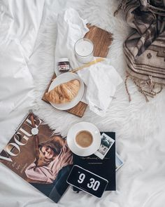 Best Breakfast In Bed Photography Lazy Morning Book Ideas Coffee Time, Morning Coffee, Coffee Cups, Lazy Morning, Flat Lay Photography, Coffee Photography, Photography Aesthetic, Commercial Photography, Life Photography