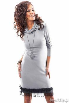 Sukienka z golfem z miękkiej wiskozowej dzianiny. Idealna na chłodniejsze dni. Dół wykończony marszczoną dzianinową siateczką. Długi #rekaw.Długość sukienki ok. 94 cm.Skład: 95% #wiskoza, 5% elastan.... #Sukienki - http://bmsklep.pl/sukienki