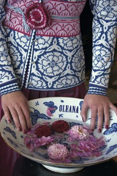 OLEANA Norway - The knitwear is high quality and a good alternative to classic costume jackets. Perfect for the Dirndl. Fair Isle Knitting, Hand Knitting, Knitting Patterns, Vintage Knitting, Norwegian Knitting Designs, Punto Fair Isle, Only Cardigan, Reverse Braid, Scandinavian Fashion