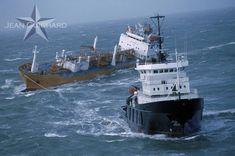 Le remorqueur de haute mer Abeille Flandre en opération de sauvetage dans le…