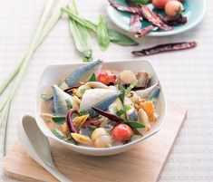 6 สูตรทำปลาทูต้ม Thai Restaurant, Fusion Food, Thai Recipes, Cantaloupe, Serving Bowls, Fruit, Tableware, Kitchen, Foods