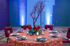 We feel like we're under the sea at this modern wedding. Coral overlay, silver chargers, with red and turquoise accents. Swoon! Photography by:@richardi design by @clarkeallen