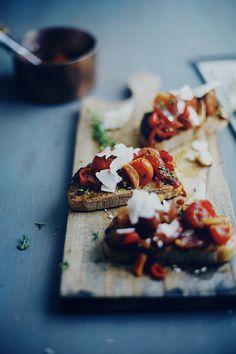 Tomatoes On Toast . Bruschetta . Food . Easy and Fast Recipe . Tasty www.caduferra.it