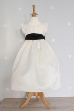 Ivory Silk Duption dress with Small Puff sleeve