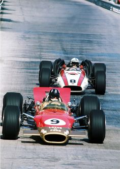 Graham Hill & John Surtees l Monaco 1968 Xtreme Sports, Nascar, F1 Lotus, Classic Race Cars, Classic Car Insurance, Formula 1 Car, Old Race Cars, Classic Motors, Racing Stripes