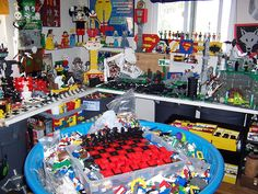 Messy Lego room by monsterbrick