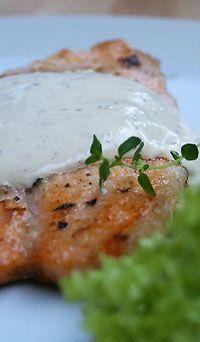 Filety z białej ryby w sosie musztardowym: Akcent sosu musztardowego doskonale współgra z delikatnością mięsa ryby. Proste...