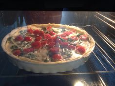 Quiche - salmon with cream, tomatoes and spinach