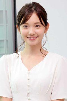 """【写真特集 9/9枚】田中瞳アナ:モヤさま4代目の""""素顔"""" 目標は大江麻理子 歴代アシスタントからの助言も - MANTANWEB(まんたんウェブ) Cute Asian Girls, Beautiful Asian Girls, Beautiful Eyes, Cute Girls, Japanese Beauty, Japanese Girl, Asian Beauty, Female Pose Reference, School Girl Japan"""