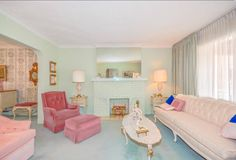 Toronto Home is an unbelievable decorating time capsule and it's gorgeous. Oh you gotta see the heart melting decor inside this home. 1950s Decor, Retro Home Decor, 1950s Interior, Interior Design, Pastel Interior, Interior Colors, Living Room Photos, Living Room Decor, 1960s Living Room