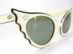 Vintage Cat Eye Sunglasses Bat by Vintage Eyewear Ray Ban Sunglasses, Mirrored Sunglasses, Sports Sunglasses, Sunglasses Outlet, Vintage Sunglasses, Vintage Accessories, Fashion Accessories, Vintage Outfits, Vintage Fashion