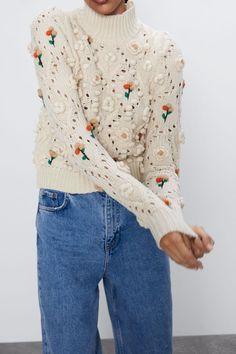 JERSEY PUNTO FLORES | ZARA España Knit Fashion, Cute Fashion, Chunky Knitwear, Outfits Otoño, Girls Sweaters, Knit Sweaters, Knit Vest, Shirt Jacket, Mannequin