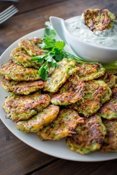 I make these healthy Zucchini Feta Fritters almost single week! They are so delicious and tender, and they pair so well with Tzatziki sauce! Healthy Zucchini, Healthy Menu, Healthy Filling Snacks, Healthy Meals For Kids, Healthy Eating, Healthy Lunches, Low Calorie Lunches, 400 Calorie Meals, Raw Food Recipes