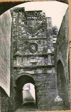 LOS TERCIOS EN LAS CAMPAÑAS DEL MEDITERRANEO S. XVI (NORTE DE ÁFRICA) 1516 El Cardenal Cisneros quedó, en cierto modo, constituido en la suprema autoridad en toda la monarquía Hispánica de Carlos I. Así, cuando tiene lugar la rebelión siciliana de los condes de Camerata y de Golisano. Don Carlos ordenó a Cisneros en el día 4 de junio de 1516,