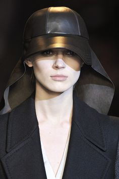 HUSSEIN CHALAYAN FW 2010