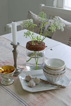 Vita Ranunkler: På köksbordet