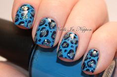 Blue leopard nails - this would be easy enough to do!
