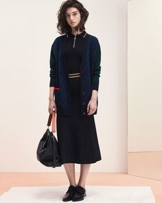 Sandro Fall 2017 Ready-to-Wear Fashion Show Collection: See the complete Sandro Fall 2017 Ready-to-Wear collection. Look 19 Winter Wear, Autumn Winter Fashion, Winter 2017, Fashion Fall, Country Club Casual, Mckenna Hellam, Fall Lookbook, Fashion 2017, Fashion Trends