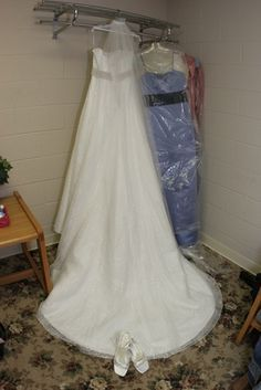 How to Attach a French Bustle on My Wedding Gown
