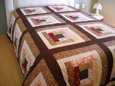 Colcha de casal, cores variada.  Patchwork em login cabana.  100% algodão, forro e manta acrílica.