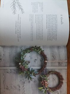 Flower Fashion, Greenery, Christmas Wreaths, Projects To Try, Herbs, Holiday Decor, Flowers, Home Decor, Floral Fashion