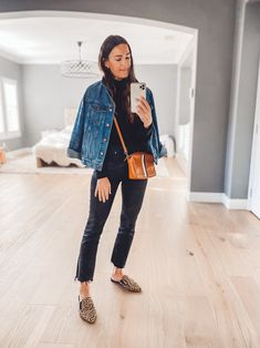 Casual Mom Style, Casual Outfits For Moms, Warm Outfits, Fall Winter Outfits, Casual Weekend Outfit, Autumn Fashion Casual, Autumn Winter Fashion, Kick Flare Jeans, Weekend Wear