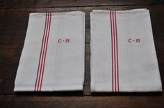 N-79 : Lot of two French red and ecru dish towels made in a nice thick antic cotton fabric... €24