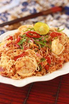 Malaysian Nyonya Kerabu Bee Hoon: A Spicy, Sweet, & Sour Noodle Salad Malaysian Cuisine, Malaysian Food, Malaysian Recipes, Easy Asian Recipes, Healthy Recipes, Ethnic Recipes, Savoury Recipes, Tea Recipes, Healthy Foods